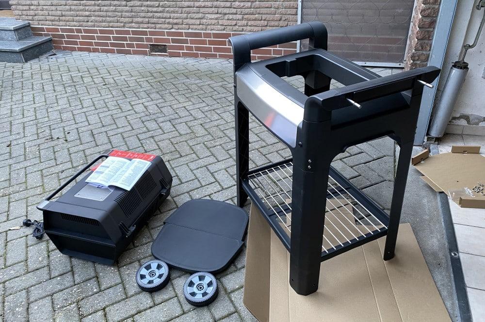 Der Grill wird wird einfach nur in den Rollwagen gestellt severin sevo gts-Severin Sevo GTS Elektrogrill Test 04-Severin SEVO GTS Elektrogrill im Test