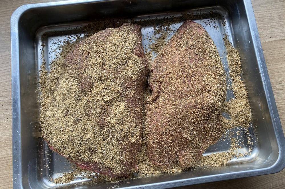 Unser Pastrami-Tafelspitz wird mit dem Pökelrub versehen tafelspitz-pastrami-Tafelspitz Pastrami 03-Tafelspitz-Pastrami