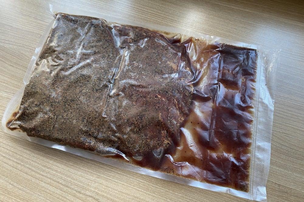 Im Vakuumbeutel bildet sich Pökellake tafelspitz-pastrami-Tafelspitz Pastrami 05-Tafelspitz-Pastrami