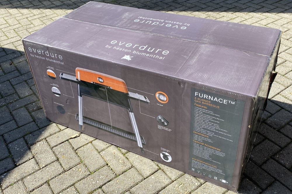 So wird der Everdure Furnace Gasgrill geliefert everdure furnace gasgrill-Everdure Furnace Gasgrill Test 01-Everdure Furnace Gasgrill im Test