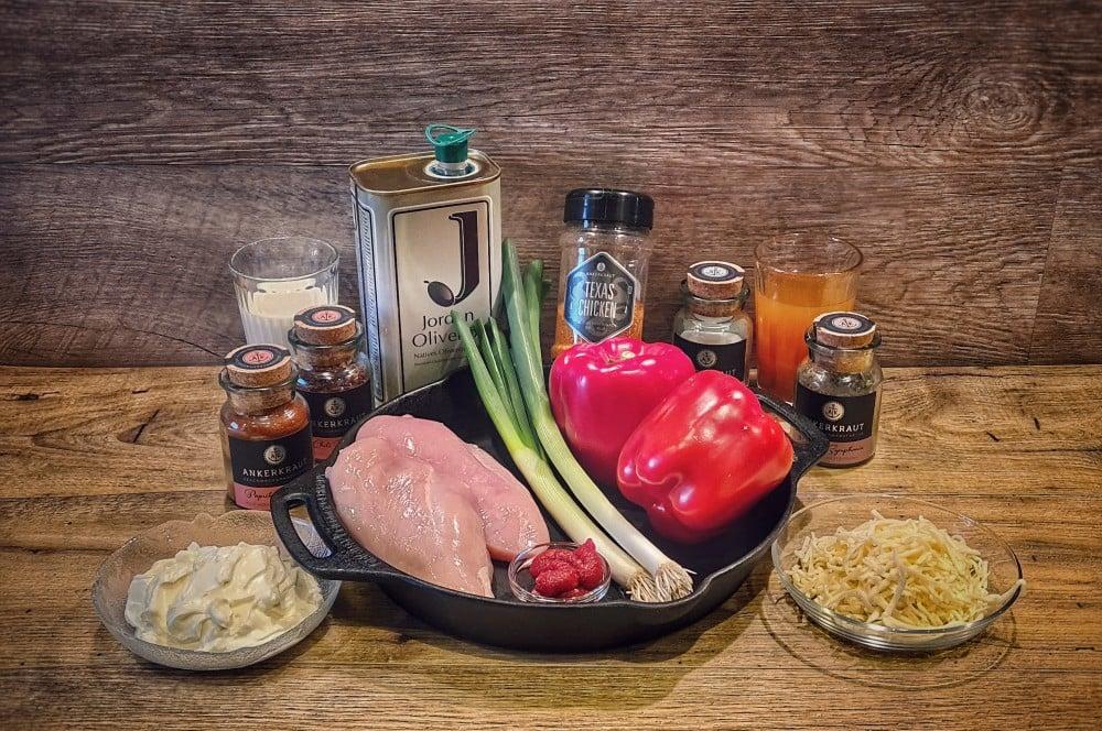 Alle Zutaten der Paprika-Hähnchenpfanne auf einen Blick paprika-hähnchenpfanne-Paprika Haehnchenpfanne 01-Paprika-Hähnchenpfanne – Schnelles und einfaches Rezept