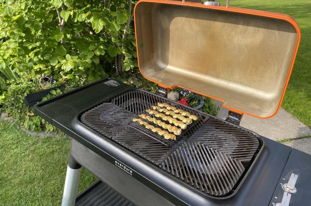 Die Spargel-Blätterteig-Stangen werden knapp 20 Minuten gebacken spargel-blätterteig-stangen-Spargel Blaetterteig Stangen 05-Spargel-Blätterteig-Stangen mit Parmesan-Oregano-Topping