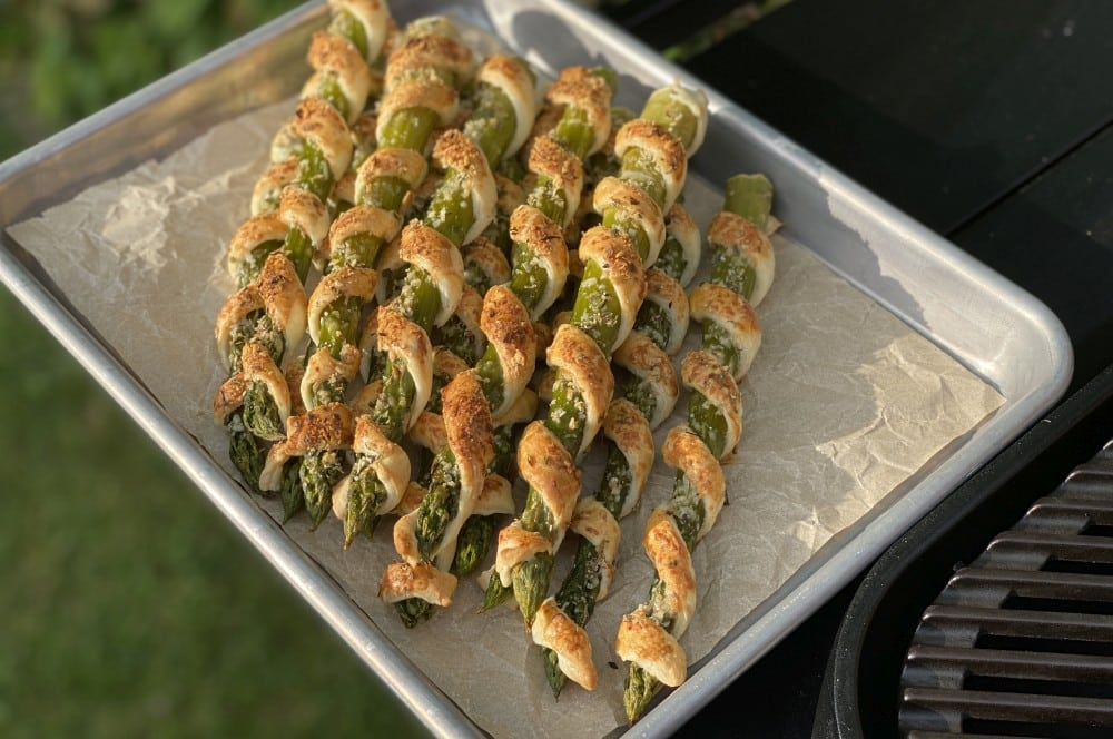 Spargel-Blätterteig-Stangen mit Parmesan-Oregano-Topping spargel-blätterteig-stangen-Spargel Blaetterteig Stangen 06-Spargel-Blätterteig-Stangen mit Parmesan-Oregano-Topping