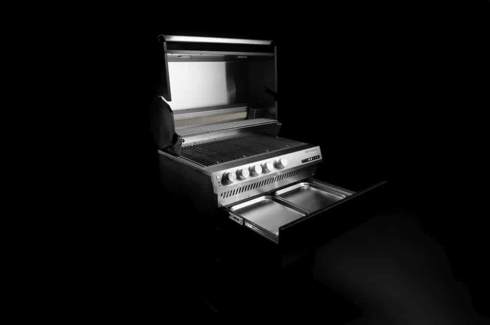 Fettmanagement-System mit GN-Behältern otto wilde gasgrill g32-Otto Wilde Gasgrill G32 Connected 09-Otto Wilde Gasgrill G32 im Test – Der innovativste Gasgrill des Jahres