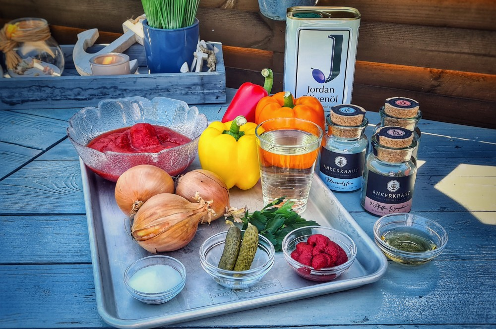 Die Zutaten der Sauce für die Zigeunerschnitzel auf einen Blick zigeunerschnitzel-Zigeunersauce Rezept 01-Zigeunerschnitzel – Rezept für den Schnitzelklassiker mit Paprikasauce