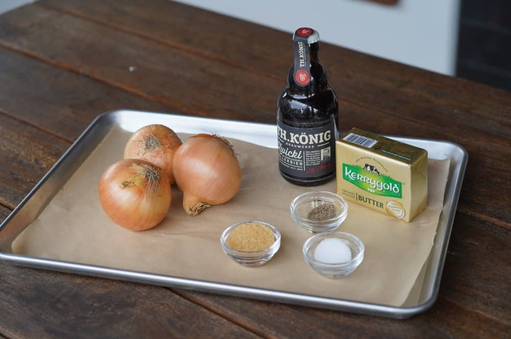 Alle Zutaten für karamellisierte Bier-Zwiebeln auf einen Blick karamellisierte bier-zwiebeln-Karamellisierte Bier Zwiebeln 01-Karamellisierte Bier-Zwiebeln