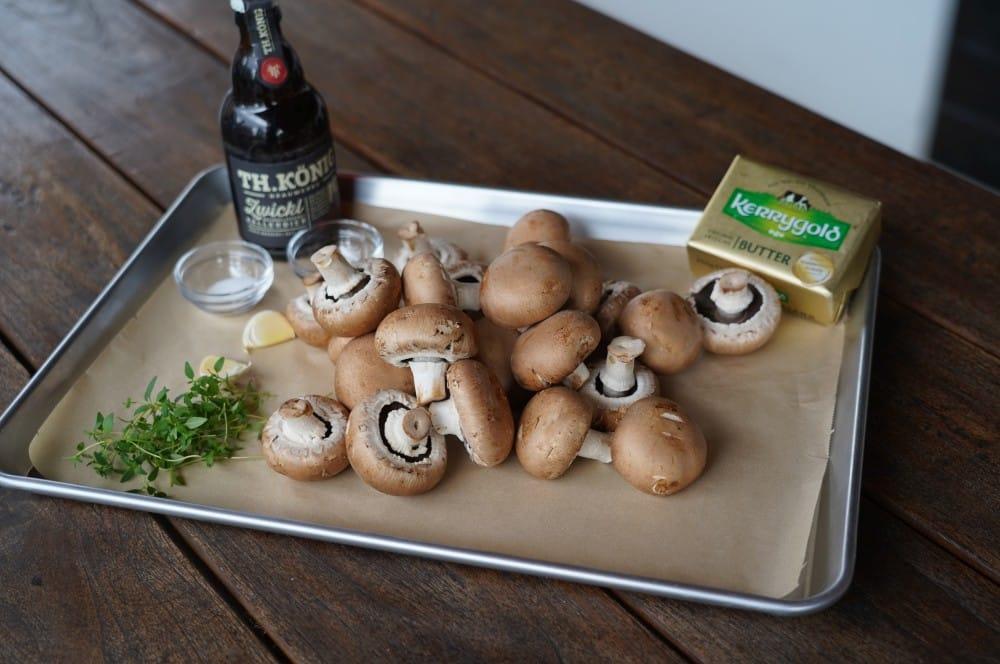 Alle Zutaten für Bier-Butter-Champignons auf einen Blick bier-butter-champignons-Bier Butter Champignons 01-Bier-Butter-Champignons mit Kellerbier