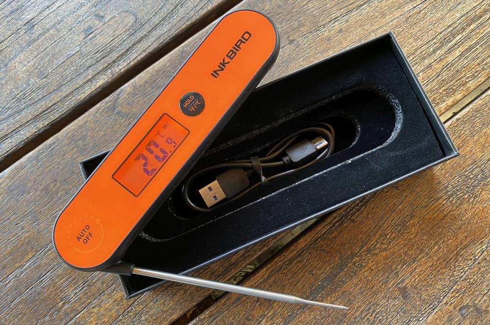 Mit dem beiliegendem USB-Kabel kann das IHT-1P aufgeladen werden inkbird iht-1p-Inkbird IHT 1P Einstichthermometer 05-Inkbird IHT-1P Einstichthermometer im Test