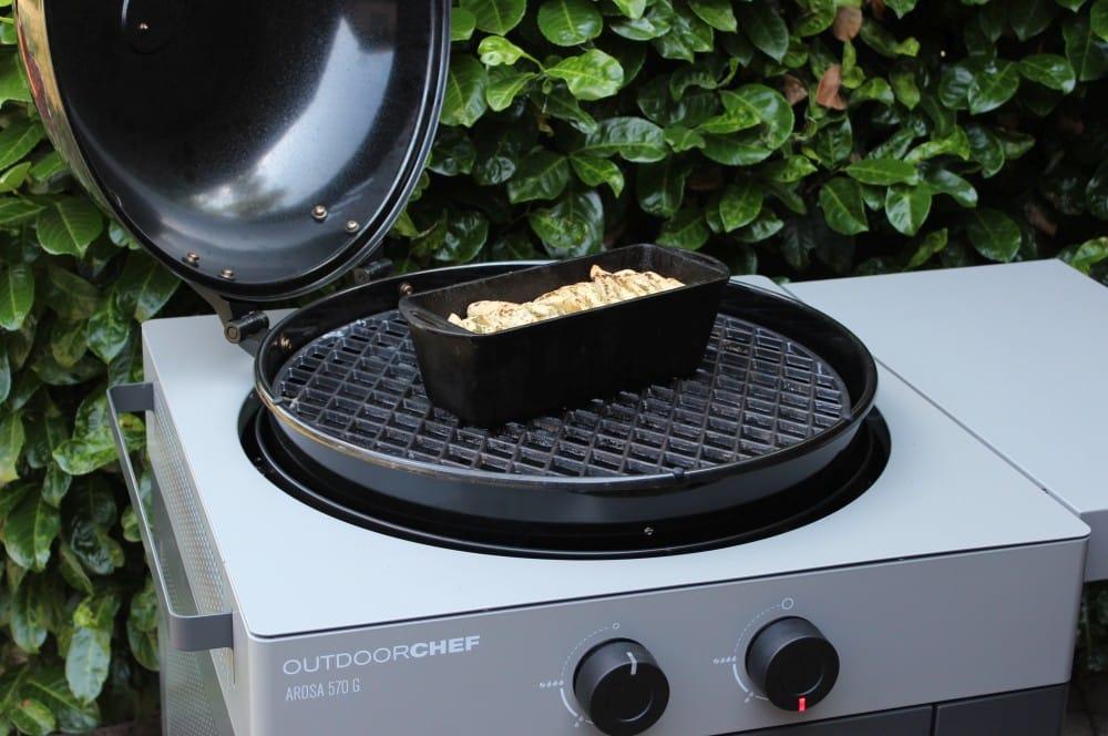 Das Brot wird bei indirekter Hitze gebacken faltenbrot-Faltenbrot Kraeuterbutter 06-Faltenbrot mit Kräuterbutter