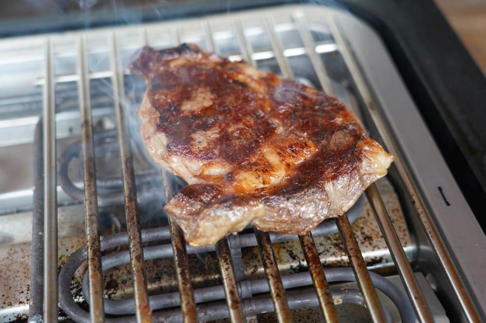 Der SEVERIN SEVO GTS zaubert eine perfekte Kruste auf das Steak entrecôte café de paris-Entrecote Cafe de Paris 03-Entrecôte Café de Paris