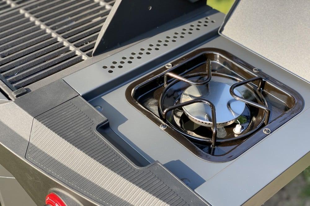 Leistungsstarker Seitenbrenner mit 3,3 kW Leistung tenneker carbon-Tenneker Carbon Gasgrill 3 Brenner Test 11-Tenneker Carbon 3-Brenner Gasgrill im Test