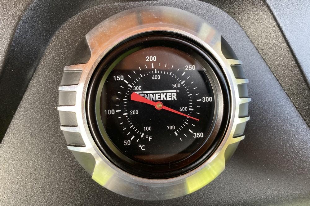 Die Maximaltemperatur beträgt 330°C tenneker carbon-Tenneker Carbon Gasgrill 3 Brenner Test 13-Tenneker Carbon 3-Brenner Gasgrill im Test