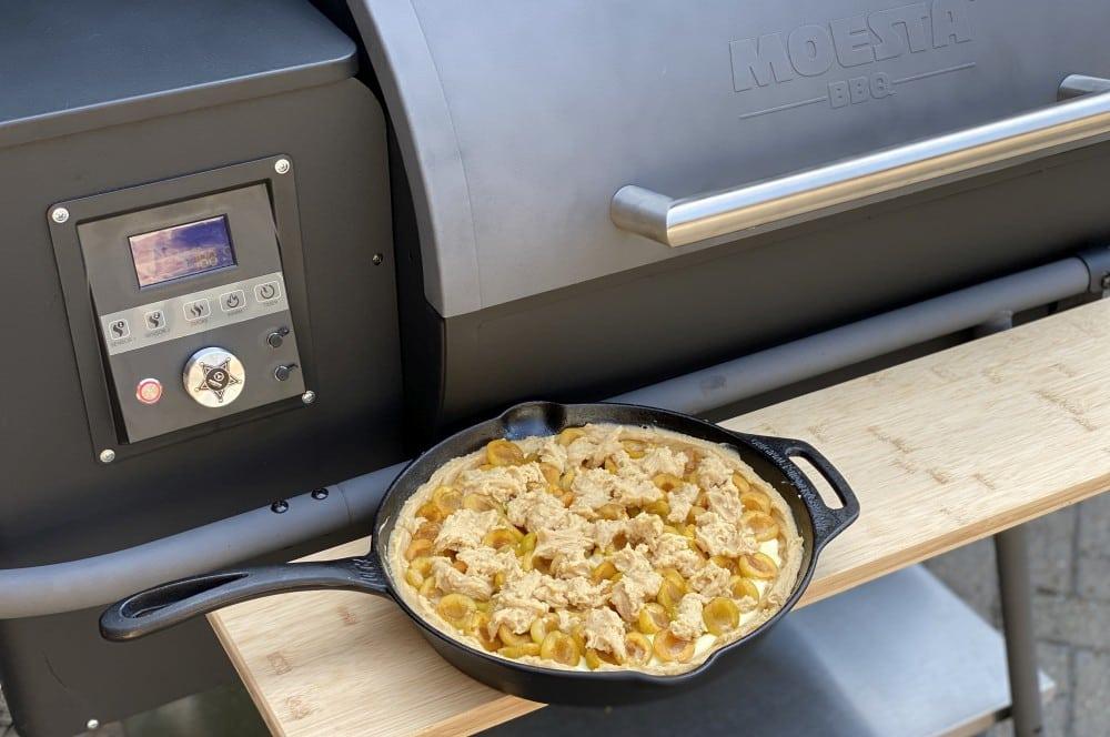 Der Mirabellenkuchen ist bereit für den Grill mirabellenkuchen-Mirabellenkuchen mit Vanillepudding 05-Mirabellenkuchen mit Vanillepudding