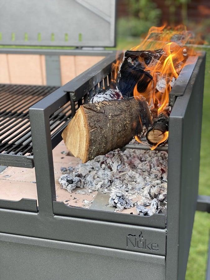 Das erste Feuer im Delta Ñuke delta-Nuke Delta Test Argentinischer Grill 12-Ñuke Delta – Argentinischer Holzkohlegrill im Test