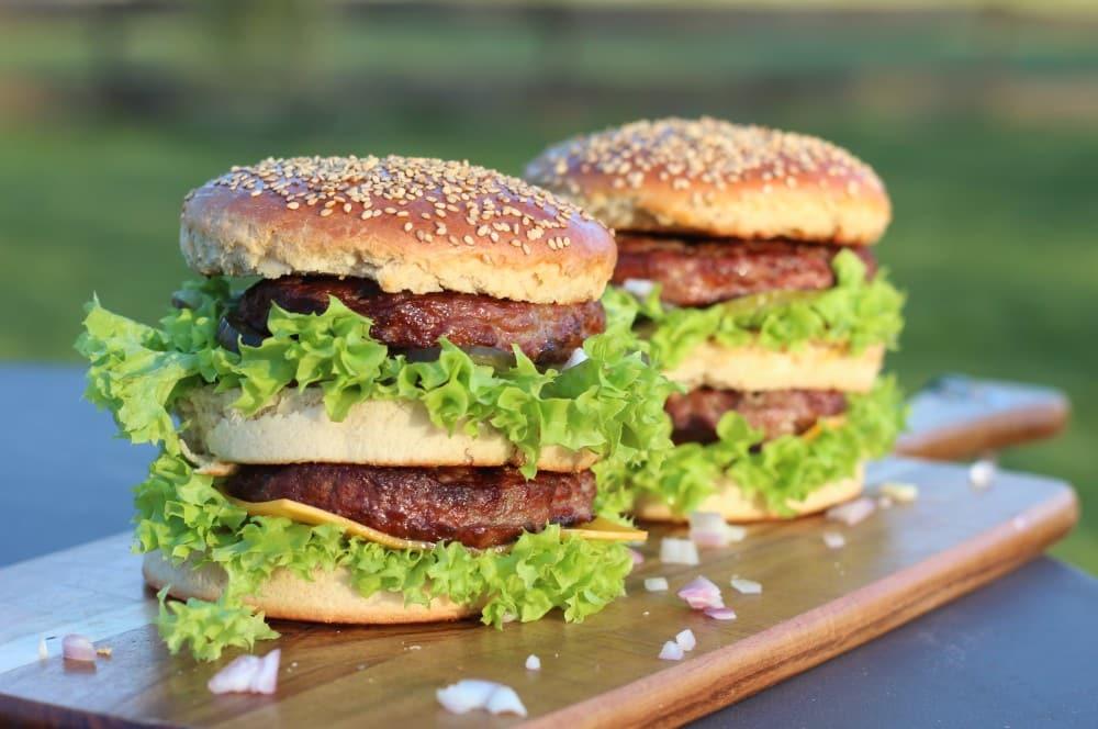 """Unser """"Bigger Big Mac"""" ist fertig big mac-Big Mac selber machen Rezept 05-Big Mac selber machen – The bigger Big Mac"""