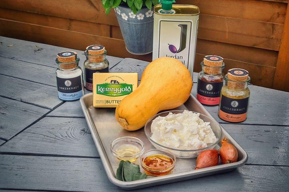 Alle Zutaten für das Kürbis-Bruschetta auf einen Blick kürbis-bruschetta-Kuerbis Bruschetta 01-Kürbis-Bruschetta mit Ziegenfrischkäse