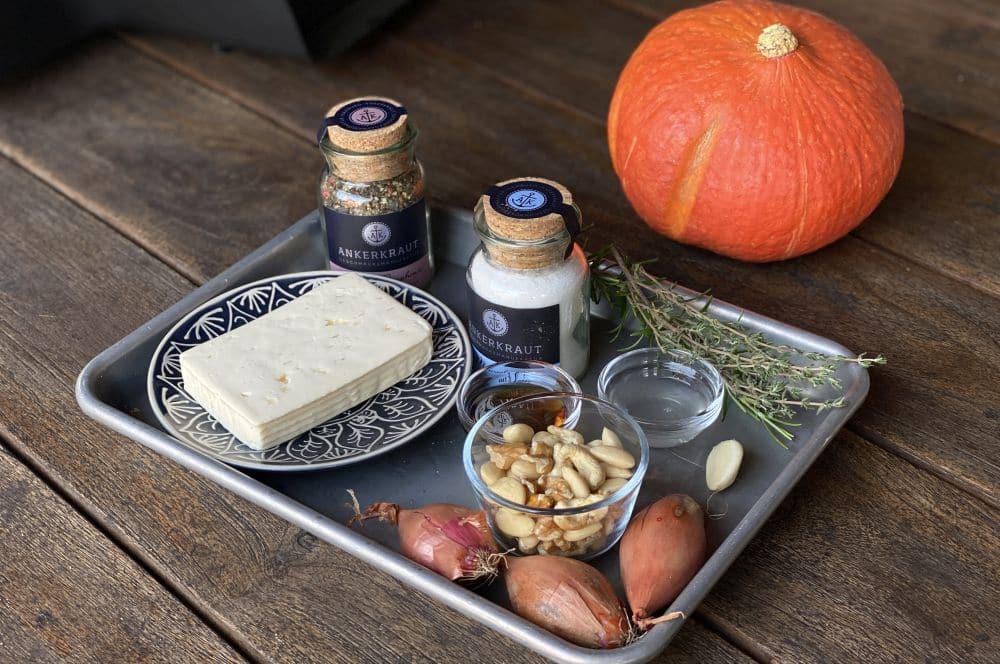 Alle Zutaten für den Ofenkürbis auf einen Blick ofenkürbis-Ofenkuerbis mit Feta 01-Ofenkürbis mit Feta und Nüssen