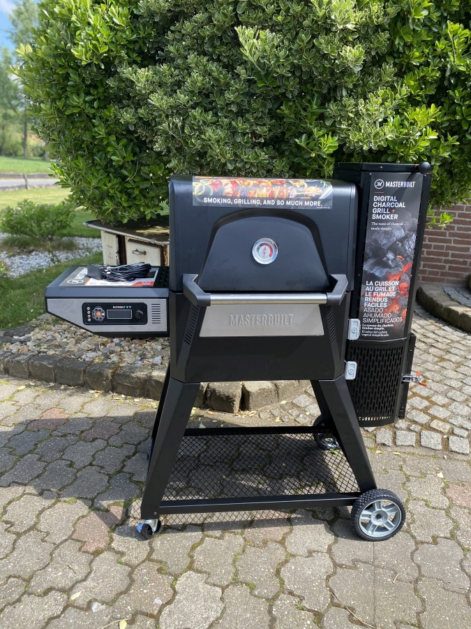 Der Masterbuilt Gravity Series 560 ist fertig aufgebaut masterbuilt gravity series 560-Masterbuilt Gravity Series 560 Smoker Test 03-Masterbuilt Gravity Series 560 Smoker im Test