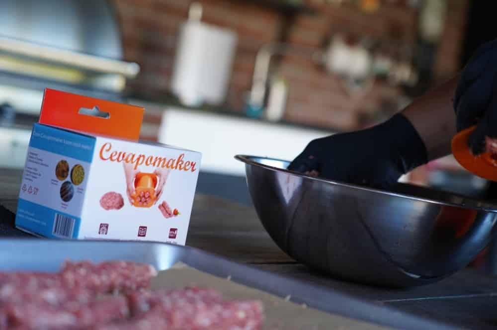 Der erste Einsatz des Cevapomakers cevapomaker-Cevapomaker Cevapcici Presse Test 04-Cevapomaker Cevapcici-Presse im BBQPit-Test