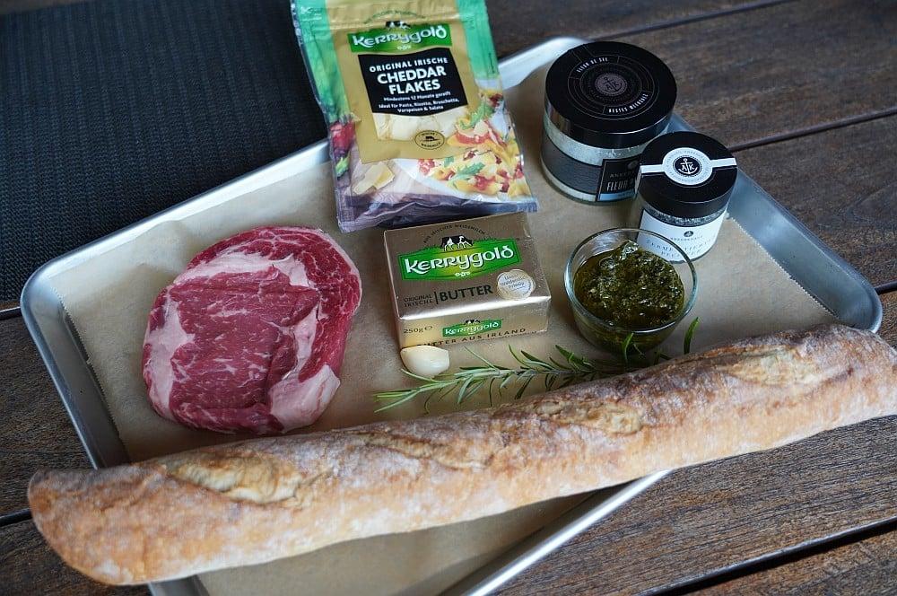 Alle Zutaten für Steak-Crostini auf einen Blick steak-crostini-Steak Crostini 01-Steak-Crostini mit Chimichurri und Cheddar Flakes