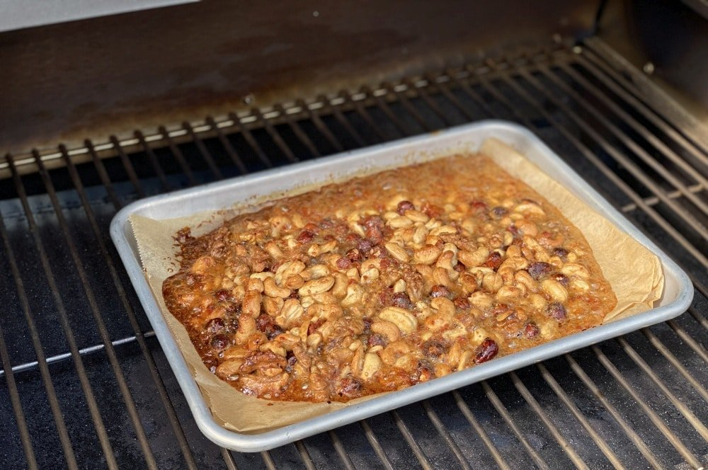 Karamellisierte Nüsse auf dem Sheriff-Pelletgrill karamellisierte nüsse-Karamellisierte Bier Nuesse 05-Karamellisierte Nüsse mit Bier & Bacon