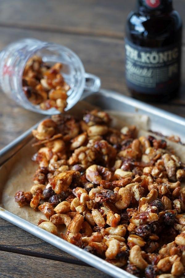 Karamellisierte Nüsse mit Bier und Bacon karamellisierte nüsse-Karamellisierte Bier Nuesse 06-Karamellisierte Nüsse mit Bier & Bacon