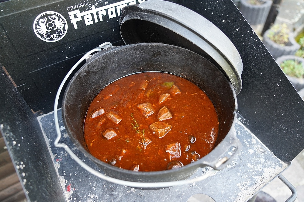 Biergulasch aus dem Dutch Oven biergulasch-Biergulasch Dutch Oven 07-Biergulasch aus dem Dutch Oven