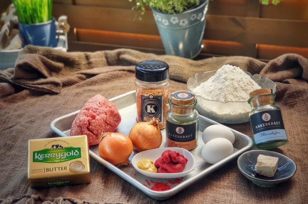 Alle Zutaten für das Picknickbrot auf einen Blick picknickbrot-Picknickbrot mit Hackfleisch 01-Picknickbrot mit Hackfleisch