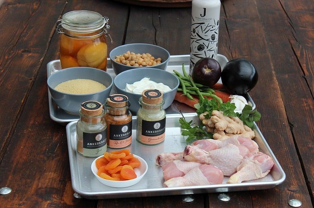 Alle Zutaten für Tajine auf einen Blick tajine-Tajine marokkanisch 01-Tajine – Marokkanisches Schmorgericht mit Hähnchen und Couscous
