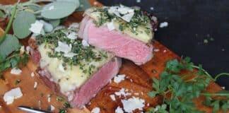 Überbackenes Käse-Kräuter-Steak