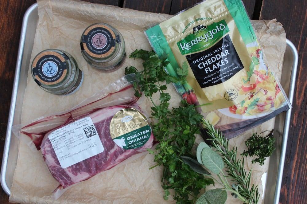 Alle Zutaten für ein überbackenes Käse-Kräuter-Steak auf einen Blick Überbackenes käse-kräuter-steak-Kaese Kraeuter Steak 01-Überbackenes Käse-Kräuter-Steak