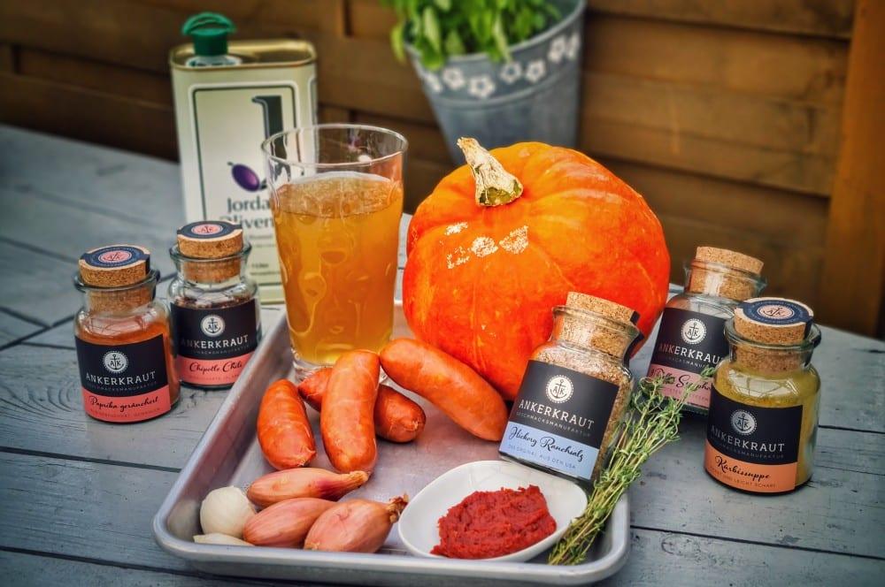 Alle Zutaten für die Chorizo-Kürbissuppe auf einen Blick chorizo-kürbissuppe-Kuerbissuppe Dutch Oven 01-Chorizo-Kürbissuppe aus dem Dutch Oven