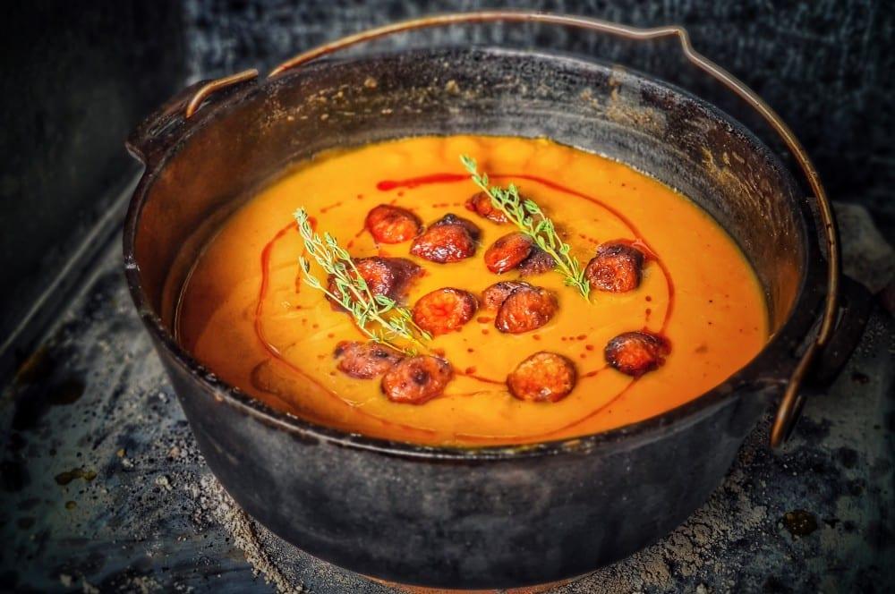 Chorizo-Kürbissuppe aus dem Dutch Oven chorizo-kürbissuppe-Kuerbissuppe Dutch Oven 04-Chorizo-Kürbissuppe aus dem Dutch Oven
