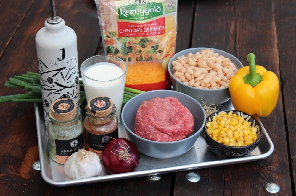Alle Zutaten für weißes Chili con Carne auf einen Blick weißes chili con carne-Weisses Chili Dutch Oven 01-Weißes Chili con Carne