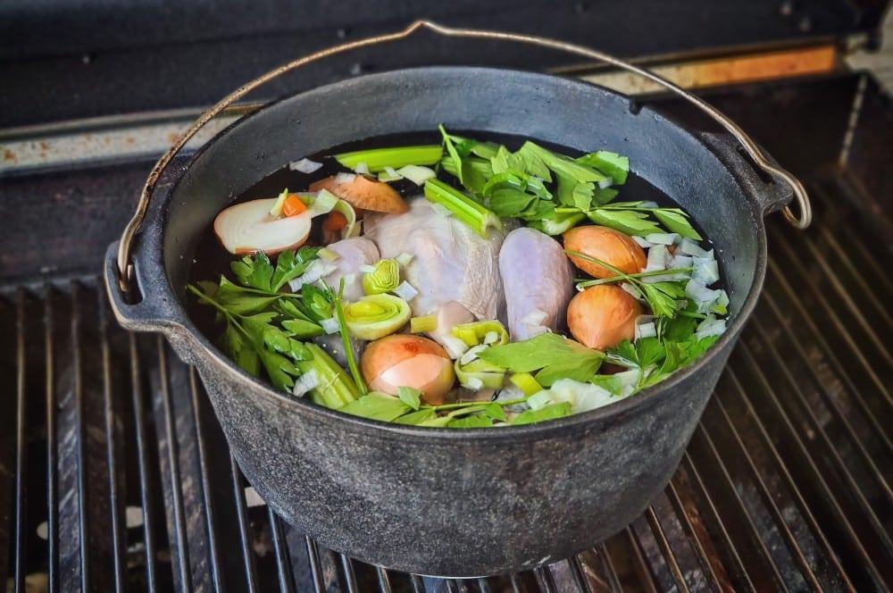 Das Huhn wird gekocht hühnerfrikassee-Huehnerfrikassee 02-Hühnerfrikassee vom Schwarzfederhuhn