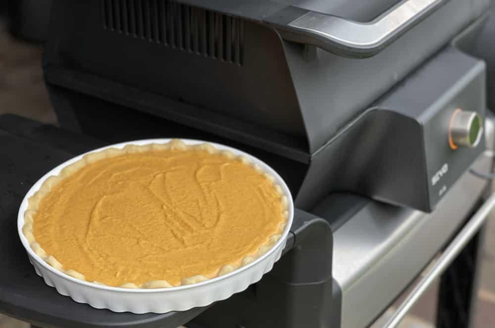 Unser Pumpkin Pie wurde auf dem Severin SEVO GTS Elektrogrill gebacken pumpkin pie-Pumpkin Pie Kuerbiskuchen 05-Pumpkin Pie – Rezept für amerikanischen Kürsbiskuchen