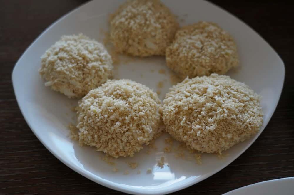 Die Crab Cakes werden in Panko gewälzt crab cakes-Crab Cakes 03-Crab Cakes – die etwas anderen Fischfrikadellen