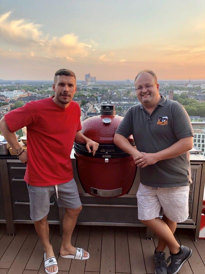 Grillen mit Lukas Podolski an seiner neuen Burnout Kitchen burnout kitchen-Burnout Kitchen Outdoorkuechen 10-Burnout Kitchen – Outdoorküchen der Extraklasse