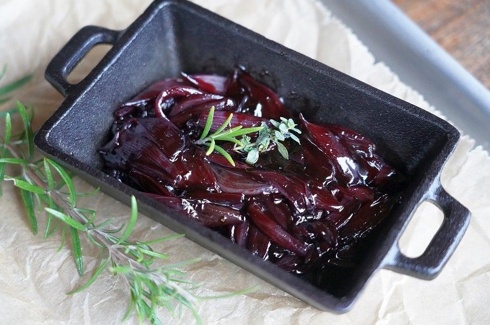Rotwein-Schalotten passen perfekt zu Rindfleisch und Wild rotwein-schalotten-Rotweinschalotten 06-Rotwein-Schalotten – Rotweinsauce mit Schalotten