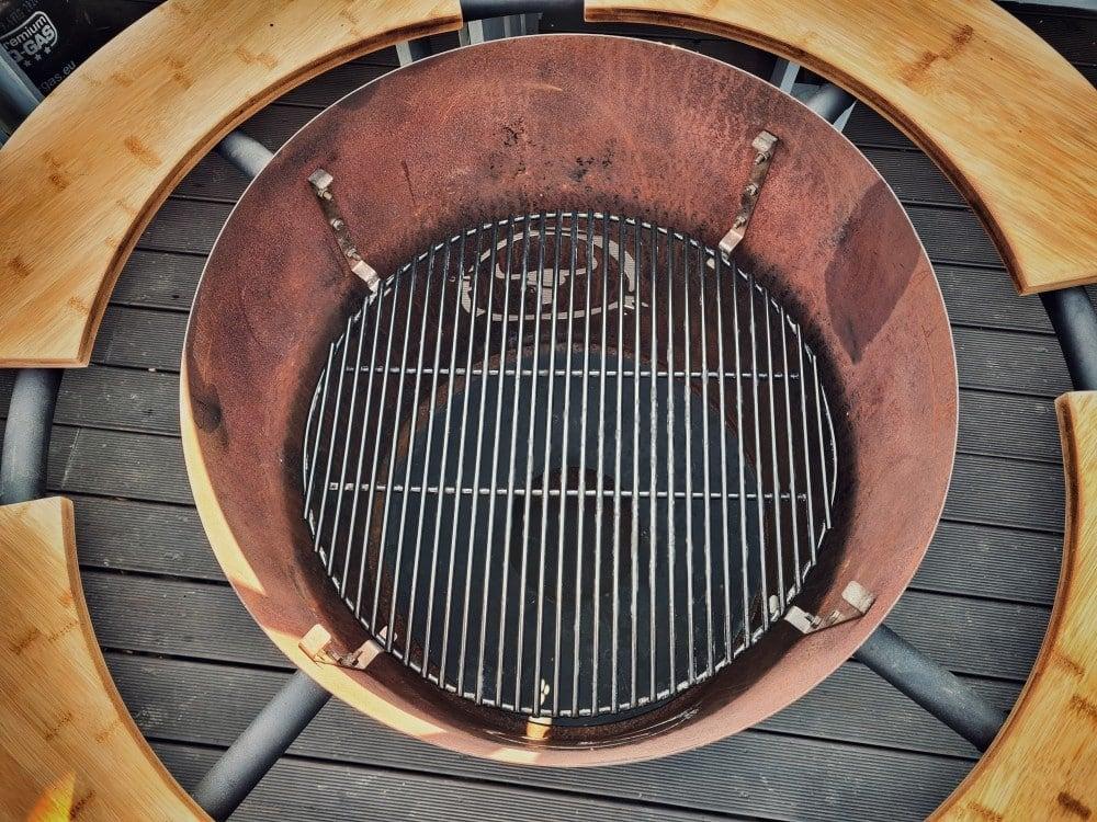 Blick in den Bandit mit dem Feuerrost moesta-bbq bandit-Moesta BBQ Bandit Fireplace Feuertonne Deluxe 03-Moesta-BBQ Bandit Fireplace – Die Feuertonne deluxe!