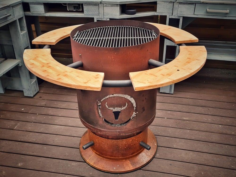 Mit eingelegtem Grillrost kann auf dem Bandit vollflächig gegrillt werden moesta-bbq bandit-Moesta BBQ Bandit Fireplace Feuertonne Deluxe 07-Moesta-BBQ Bandit Fireplace – Die Feuertonne deluxe! moesta-bbq bandit-Moesta BBQ Bandit Fireplace Feuertonne Deluxe 07-Moesta-BBQ Bandit Fireplace – Die Feuertonne deluxe!