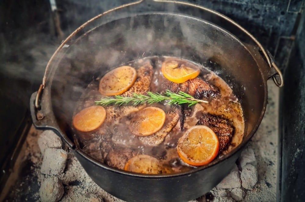 Entenkeulen aus dem Dutch Oven entenkeulen aus dem dutch oven-Entenkeulen Dutch Oven 07-Entenkeulen aus dem Dutch Oven mit Orangen & Rotwein-Schalottensauce