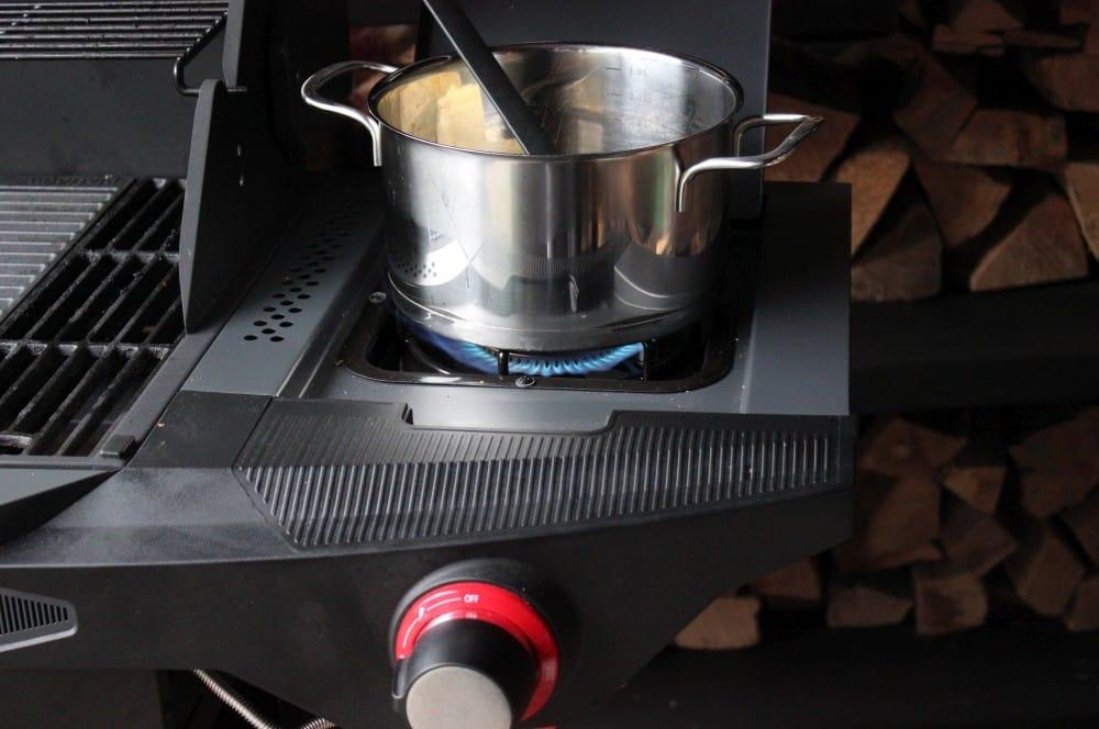 Der Brandteig wird zubereitet churros-Churros selber machen Rezept 02-Churros selber machen – Rezept für das spanische Fettgebäck
