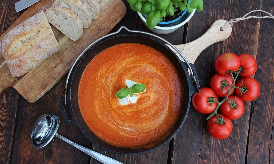 Tomatensuppe tomatensuppe-Tomatensuppe-Tomatensuppe mit frischen Tomaten – Rezept für eine cremige Suppe