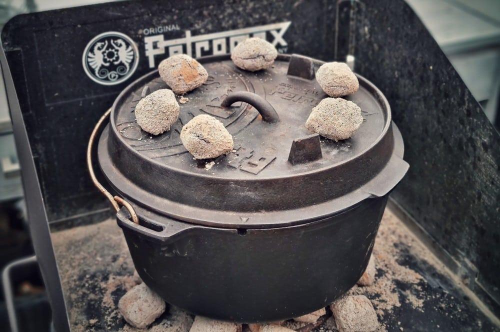 Wir bereiten den Djuvec Reis im Dutch Oven zu djuvec reis-Djuvec Reis 03-Djuvec Reis – Rezept für den Gemüsereis mit Paprika, Ajvar und Erbsen djuvec reis-Djuvec Reis 03-Djuvec Reis – Rezept für den Gemüsereis mit Paprika, Ajvar und Erbsen