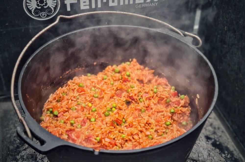 Der Djuvec Reis ist nach ca. 35-40 Minuten fertig djuvec reis-Djuvec Reis 04-Djuvec Reis – Rezept für den Gemüsereis mit Paprika, Ajvar und Erbsen