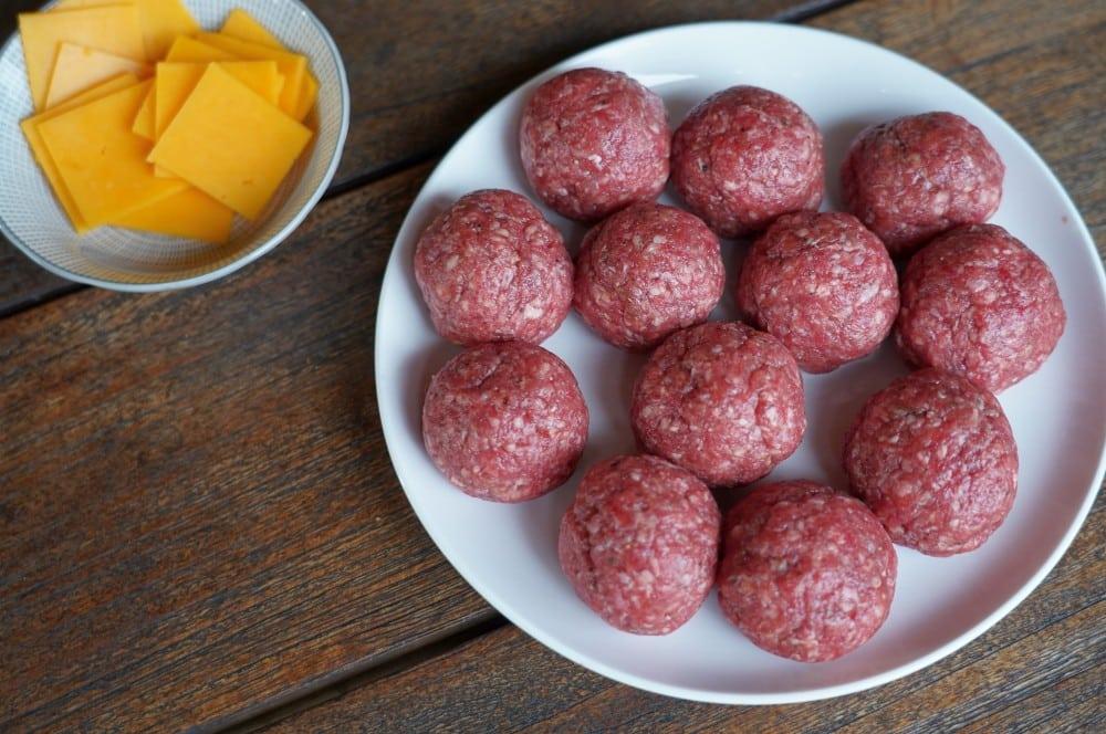 Die Cheeseburger Meatballs werden geformt cheeseburger meatballs-Cheeseburger Meatballs 02-Cheeseburger Meatballs