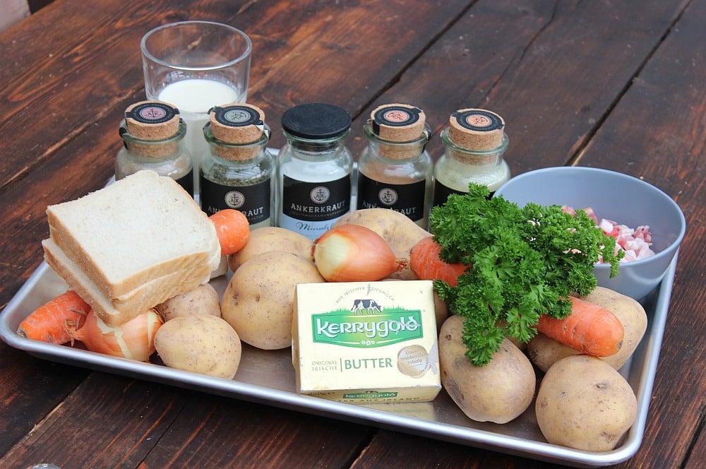 Alle Zutaten für Kartoffelsuppe auf einen Blick kartoffelsuppe-Kartoffelsuppe Dutch Oven 01-Kartoffelsuppe mit Bacon-Croutons