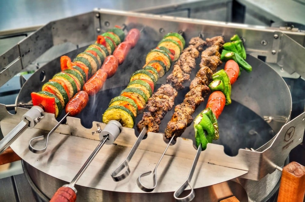 Maurische Fleischspieße auf dem Turnado Spiessdreher von Moesta-BBQ maurische fleischspieße-Maurische Fleischspiesse Pinchos Morunos 02-Maurische Fleischspieße – Pinchos Morunos