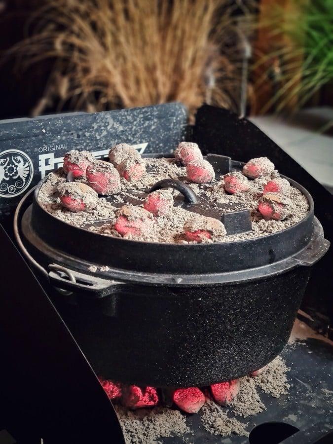 Kokoko Eggs von McBrikett sorgen für die nötige Hitze beef hammer-Beef Hammer geschmorte Rinderhaxe 07-Beef Hammer – Rezept für geschmorte Rinderhaxe